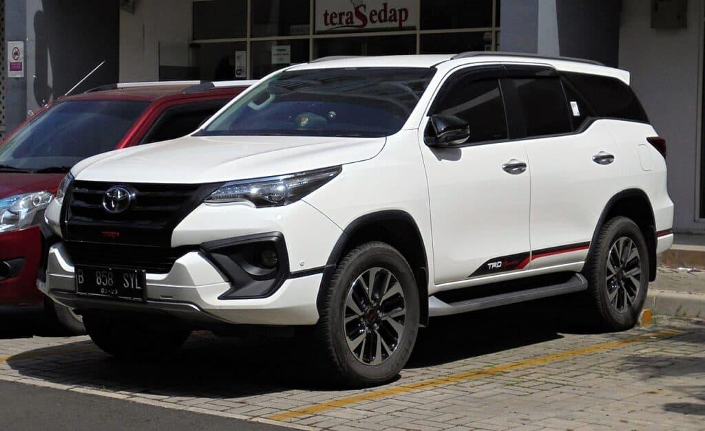 Harga Mobil Bekas Toyota Fortuner 2.4 VRZ TRD Sportivo wagon GUN165R 12 16 2018