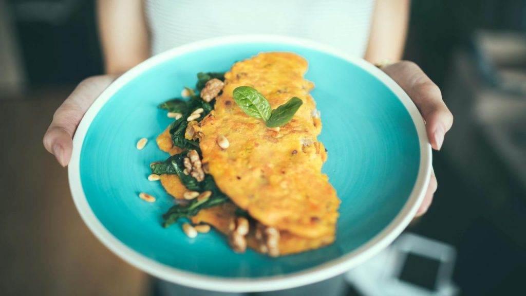 Telur Dadar Makanan Kucing Kampung by Igor Miske Unsplash