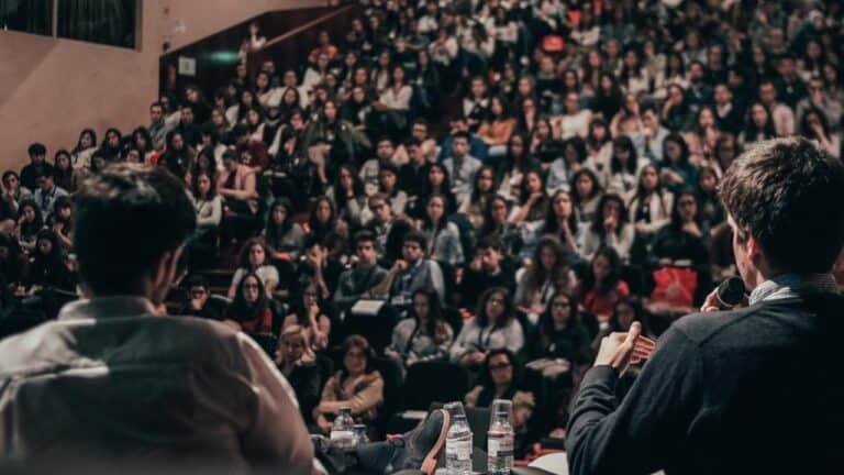 Pengertian Seminar, Tujuan, Ciri-ciri hingga Contohnya