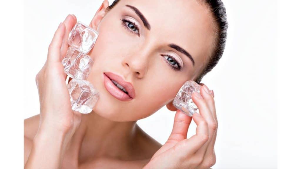 Cara Menghilangkan Wajah Bruntusan dengan Es Batu by valuavitaly Freepik