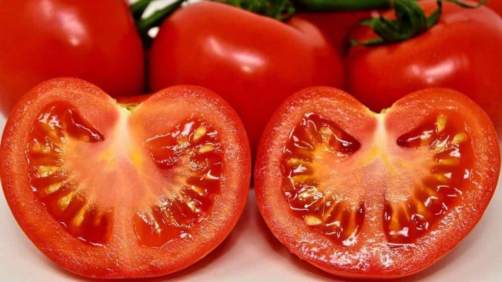 Cara Menghilangkan Wajah Bruntusan dengan Tomat by Alexas Fotos Pixabay