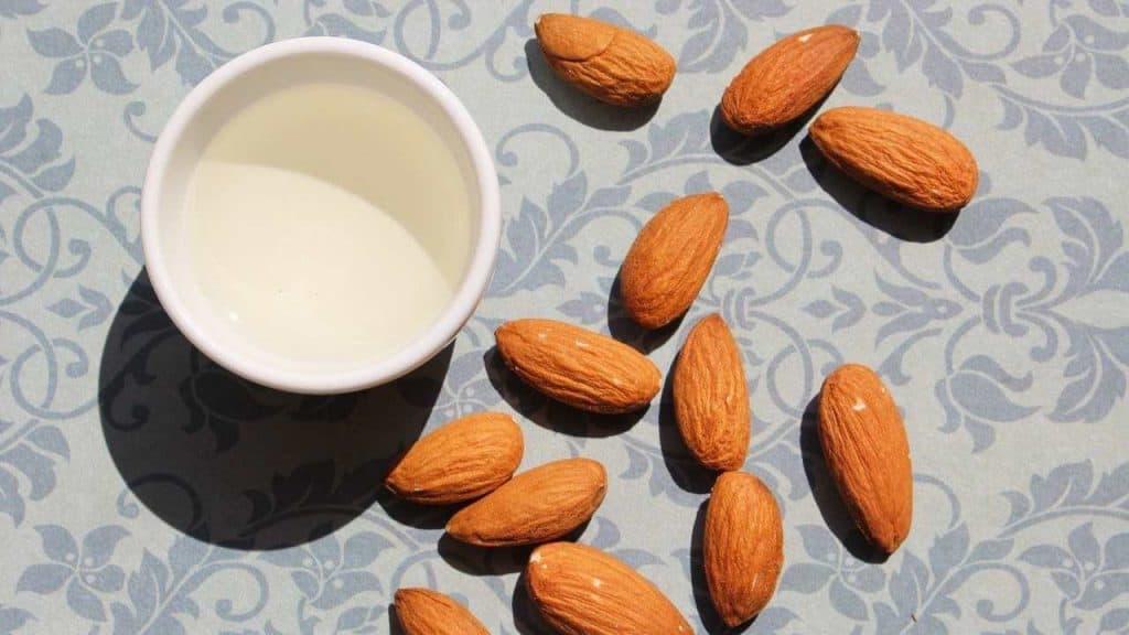 Minyak Almond by Absandme Pixabay