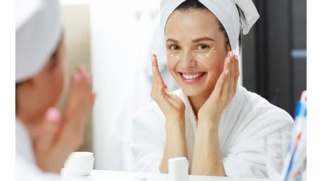 Cara Merawat Kulit Menggunakan Skincare by shironosov Canva