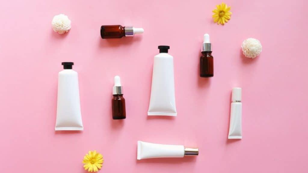 Rekomendasi Produk Skincare untuk Kulit Berminyak by Nuchylee Canva
