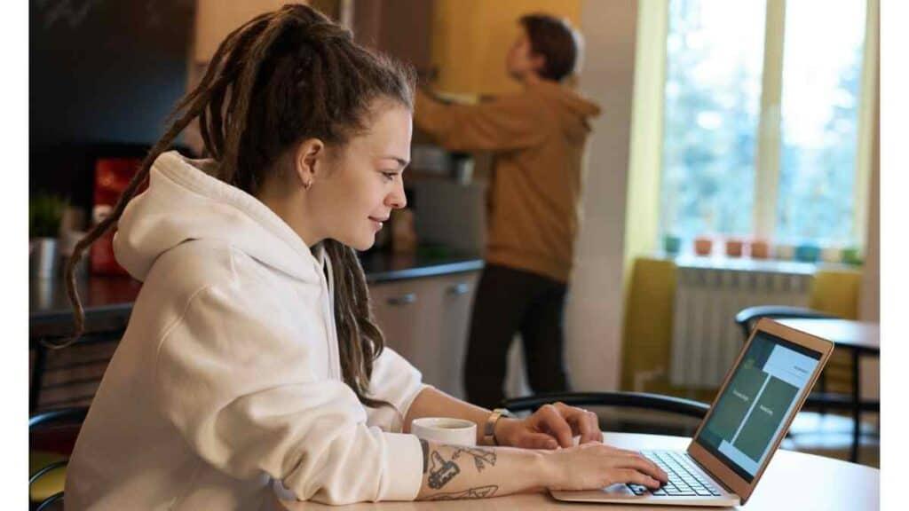 Seorang Wanita Freelancer