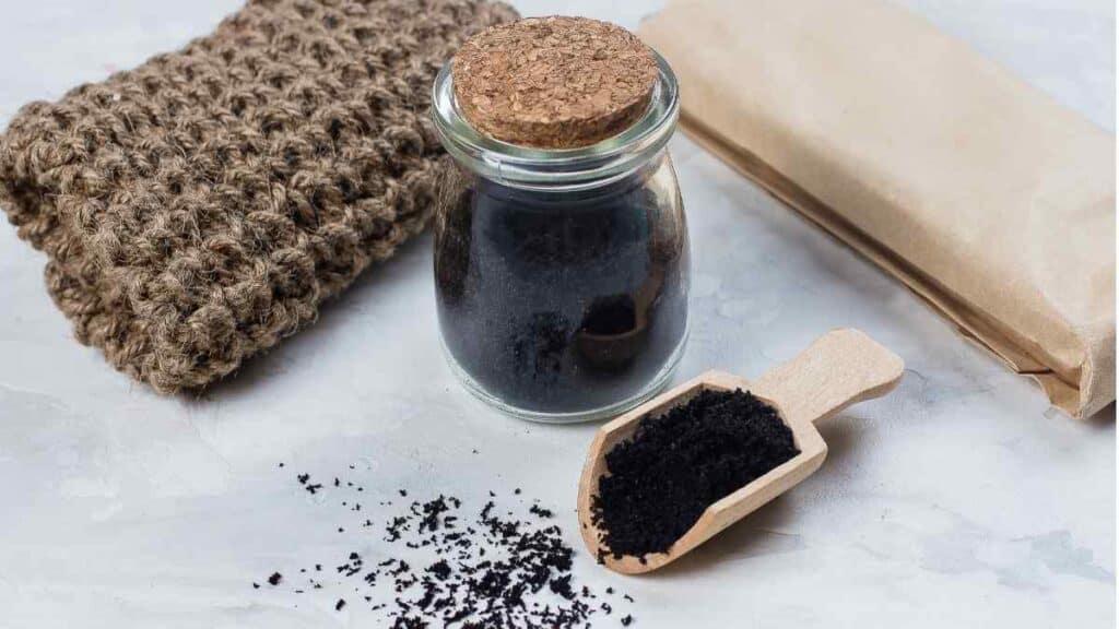 Cara Menghilangkan Komedo dengan scrub kopi